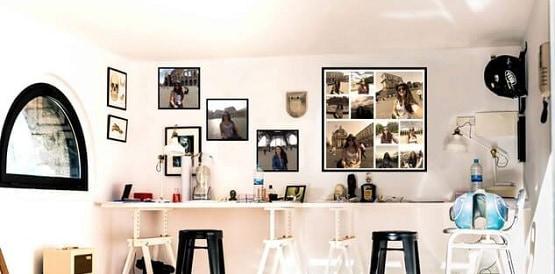 помещение украшенное фото в рамках